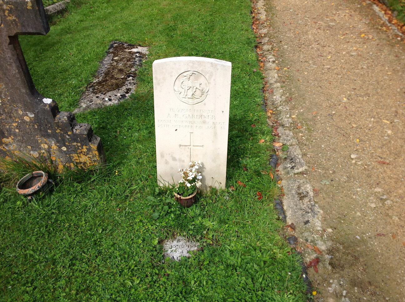 War Memorials of Chalford (6)