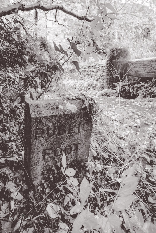 Public_Footpath_BW_Adj_Stone_Sign_PhotoDeborahRoberts_P1030944_LowRes